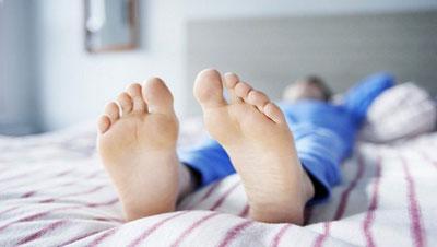 1514209597eCyij906 1 - سندرم پای بی قرار را با این مواد مغذی آرام کنید