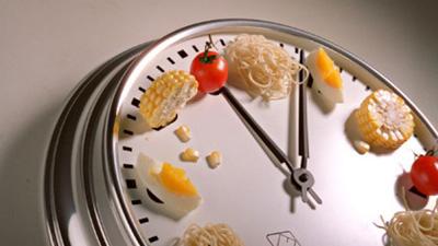 1514209193DcFgw748 1 - ساعت مناسب غذاخوردن برای کاهش وزن